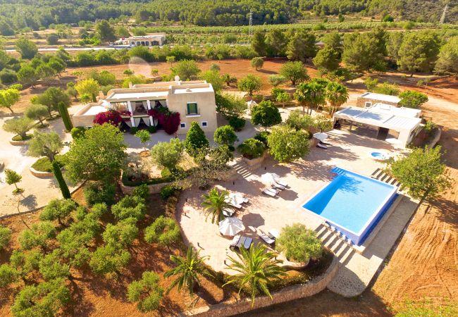Villa en Sant Llorenç de Balafia - Villa con piscina,jacuzzi,BBQ, ideal para eventos y viajes en grupo